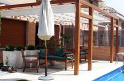 Pérgola de terraza laminada, modelo GRANADA.