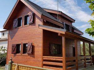 Casa de madera en Requena cara este
