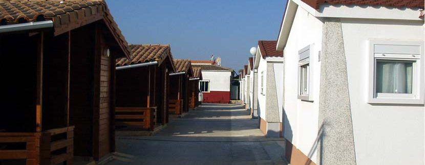 camping con casas de madera y bungalows